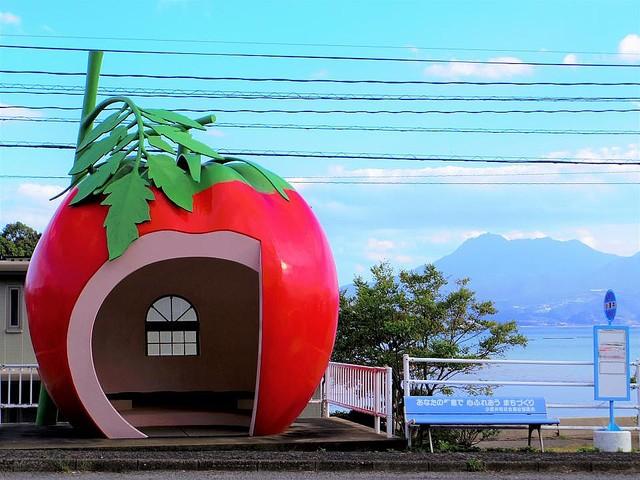 1000RT:【待合所】長崎・諫早市の「フルーツバス停」が可愛い1990年の長崎旅博覧会をきっかけに設置。担当者によると『シンデレラ』に登場する「かぼちゃの馬車」がアイデアの元になったという。