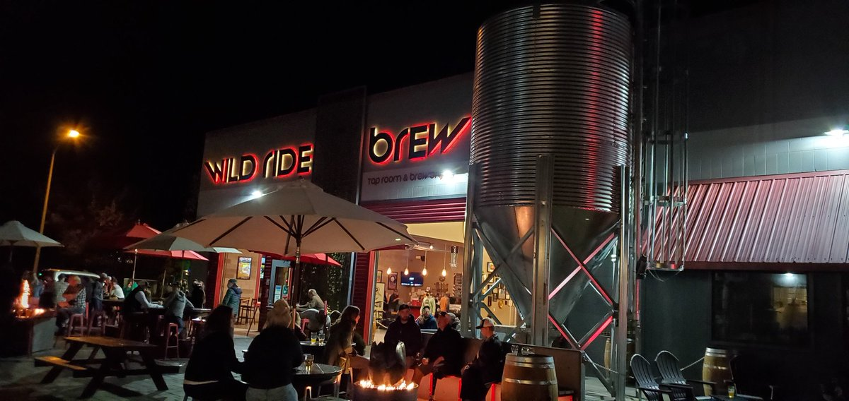 Fall nights on the patio! #inRedmond #craftbeer #independentbeer https://t.co/BCEyCOMff3