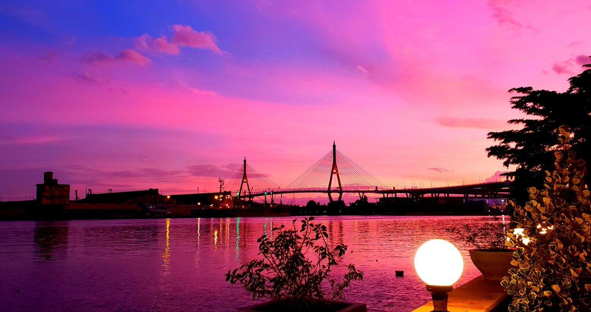บัวริมแม่น้ำ😋🍴🇹🇭  #夕焼け #リバーサイド #ブリッジ #タイ料理 #バンコク #sunset #riverside #bridge #thaifood #bangkok #落日 #河边 #桥 #泰国料理 #曼谷 https://t.co/w8yDoOdpEY