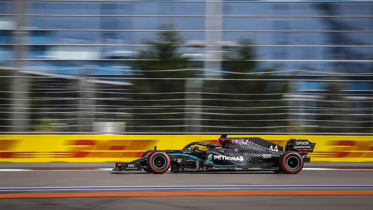 Hamilton, desde la pole con susto a por el récord de Schumacher  https://t.co/j0KXoN1E7A  #RussianGP @LewisHamilton @MercedesAMGF1 @CarlosSainz55 https://t.co/7VdF2oLv3g