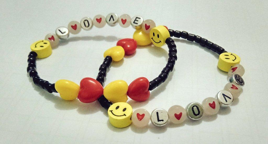 Just finished made these bracelets 💕😂  #baekho #백호 #동호 #dongho https://t.co/xFsPFIWxks