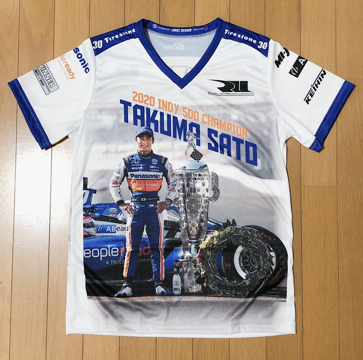 I bought it quickly.  And T-shirts have been sent from America to Japan today. This is a happy and wonderful T-shirt.  And Takuma-san, 🇯🇵really congratulations.  He is really great.👏🙌 #佐藤琢磨 #Takumasato https://t.co/irkJWnrdWp https://t.co/qnWP8IhpGd