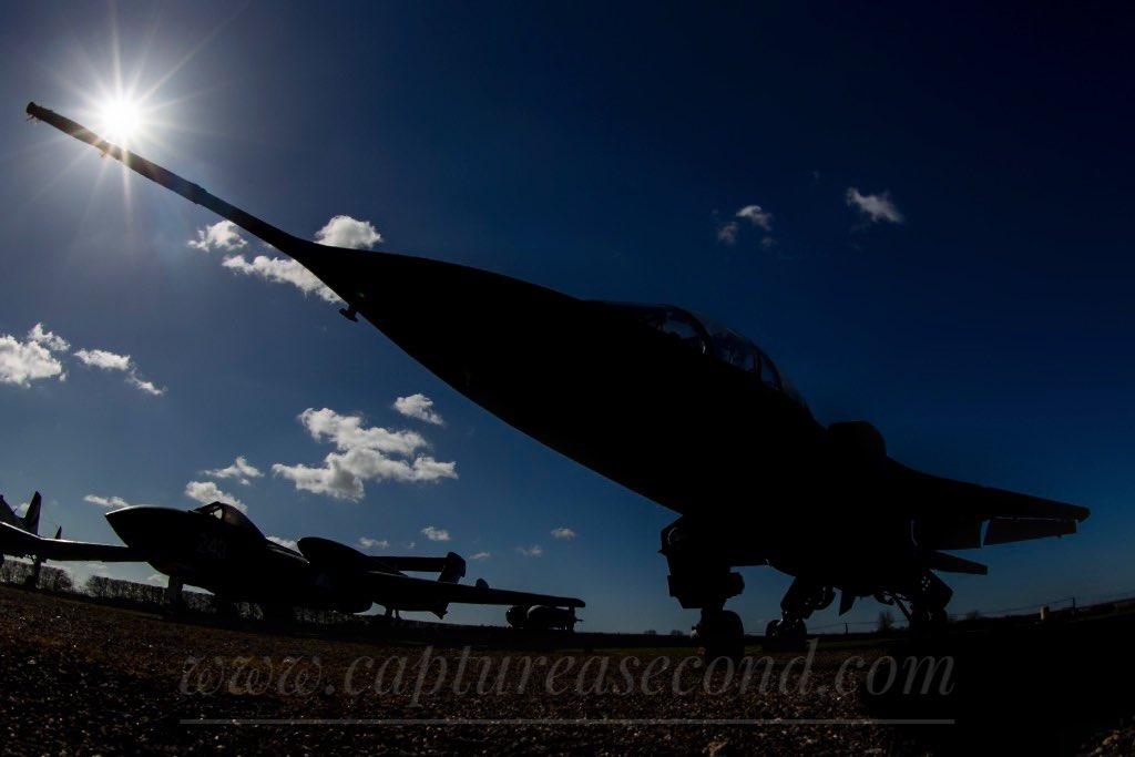 Jaguar and Sea Vixen at @NewarkAirMus #jaguar #seavixen #sillouette #jet #aircraft #aeroplane #noordinaryjob #aviation #avgeek #captureasecond #everyvisitcounts #caturday https://t.co/P9y8nwXuph