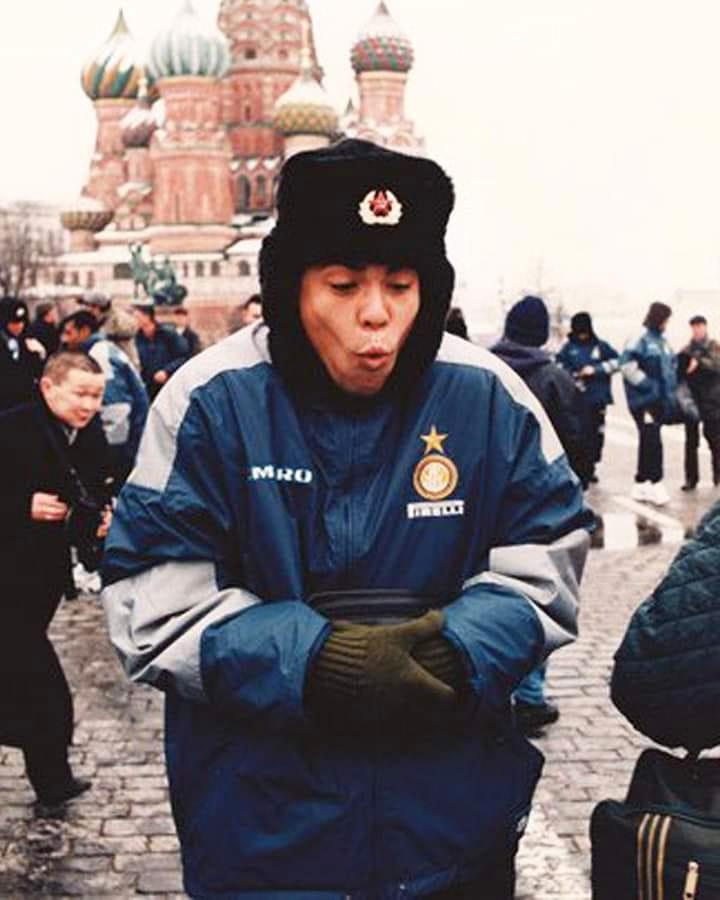 Ronaldo in Moscow❄️🥶⛄😂 (Spartak Moscow Inter 1-2, 14.04.1998)  #footballmemories #Ronaldo #inter #intermilan #notforeveryone #seriea #serieatim #intfio #serieaxespn #operazionenostalgia #interfiorentina #nerazzurri#Selecao #SelecaoSportv #Seleção #SeleçãoBrasileira #CBF https://t.co/VMNngk0zUd