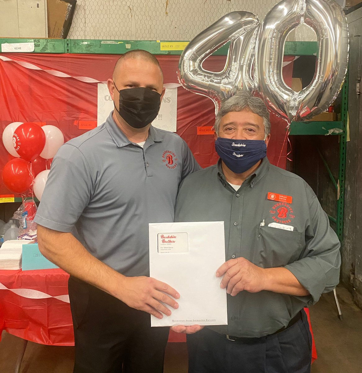 What a great 40 years! 🎈✨🎉 Congratulations to Store Director Gilbert Garcia of Buffalo, TX on 40 years of first-class service as a Brookshire Brothers Employee-Owner.  #BrookshireBrothers #Anniversary #Celebration #EmployeeOwned https://t.co/9W3pujsDvB