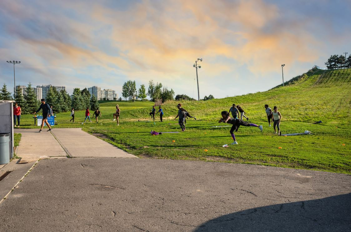 Get ready, get set, get active! Join us for free outdoor workouts, seven days a week, at parks and rec centres across Brampton. Physical distancing will be in effect at these open air workout drop ins. Don't forget your water bottle!  Full schedule: https://t.co/h0NxUW6FCB https://t.co/iTz5BVjdl7