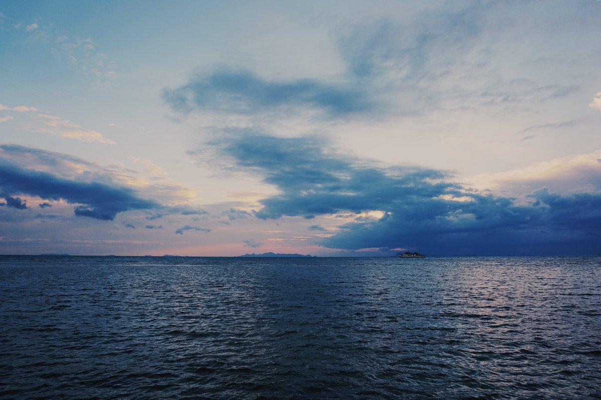 #byroberteklund #photography #SonyA6000 #sonyalpha #sonyalphaphotography #sonyalphaphotos #roberteklund #kohsamui #thailand #kosamui #sea #horizon #sunset #sunsetsky #sunsetphotography #sunsetglow #magichour #orangesky #eveningglow #goldenlight #wanderlust #travel #nofilter https://t.co/8Yj6bvRY9T