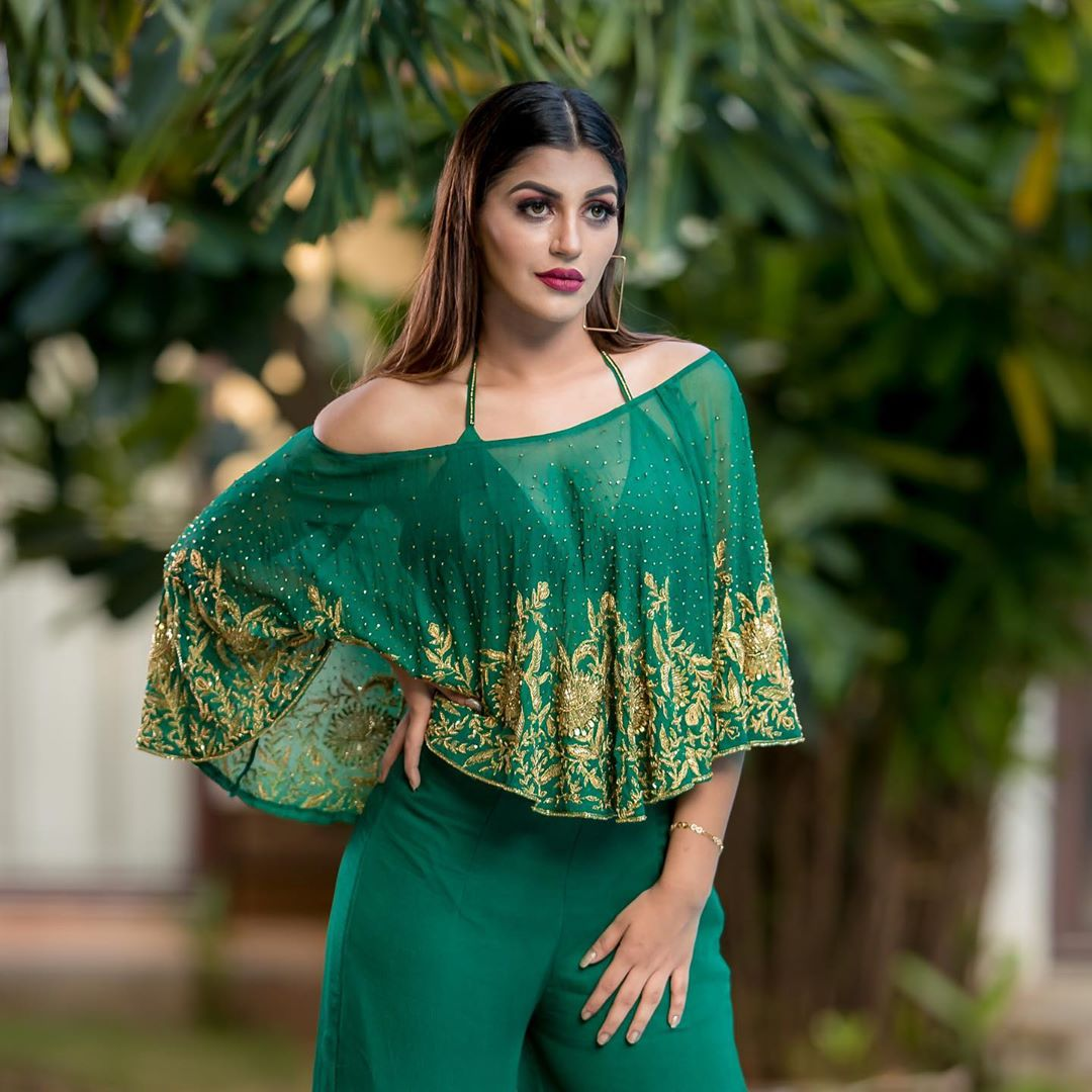 #yashikaaannand #ootd #style #fashion #outfitoftheday #outfit #lookoftheday #clothes #fashiongram #currentlywearing #lookbook #fashionista #wiwt #whatiwore #whatiworetoday #ootdshare #instafashion #portraitmood #captionplus #mylook #todayimwearing #outfitpost https://t.co/i8G2FJMrkQ