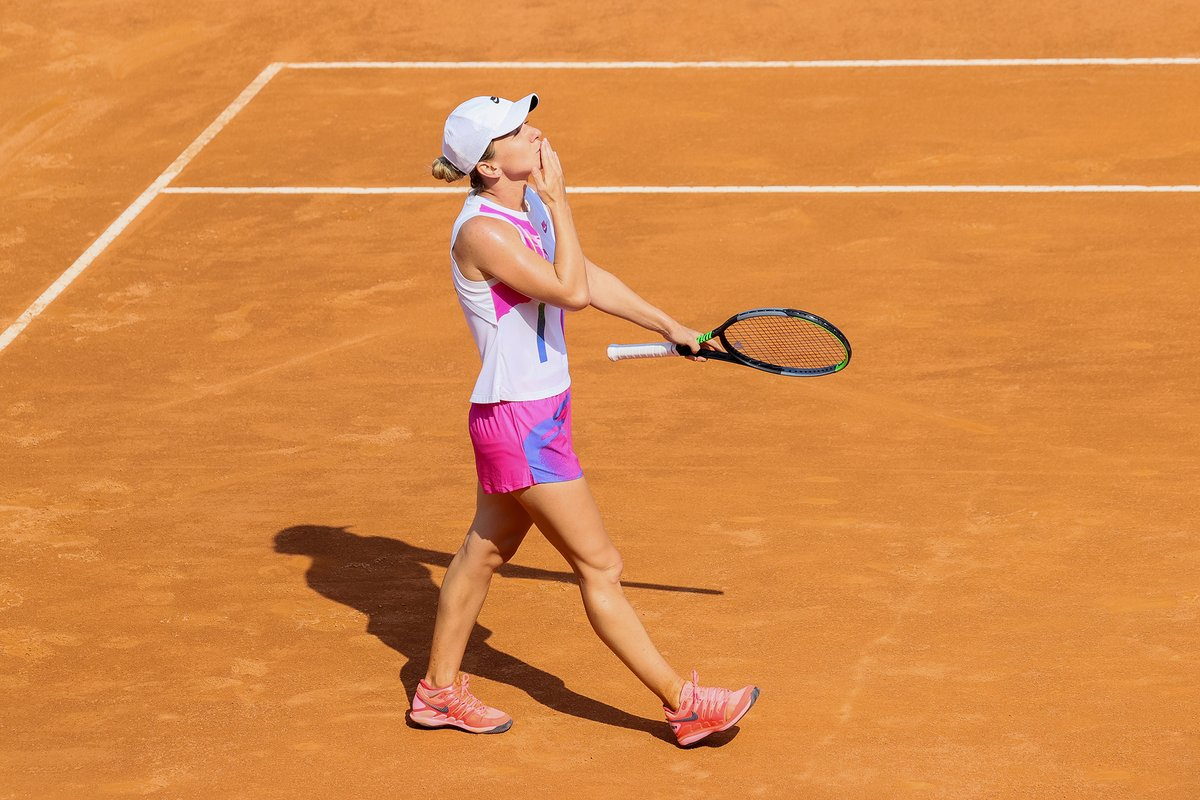 Simona Halep and Novak Djokovic lifted the 2020 Italian Open singles titles in Rome earlier this week.  Photos credit: @InteBNLdItalia 🎾🇮🇹🏆 #IBI20 #Tennis https://t.co/aKi7vF6Pmo