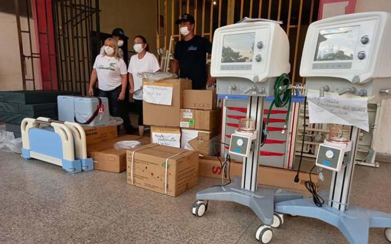 Entregan equipos médicos al Hospital centinela de Santa Bárbara  https://t.co/lMb6ir9vti   #EquiposMédicos #Dotación #HospitalCentinela #NoticieroVenevision https://t.co/gQQ4kMjlR6