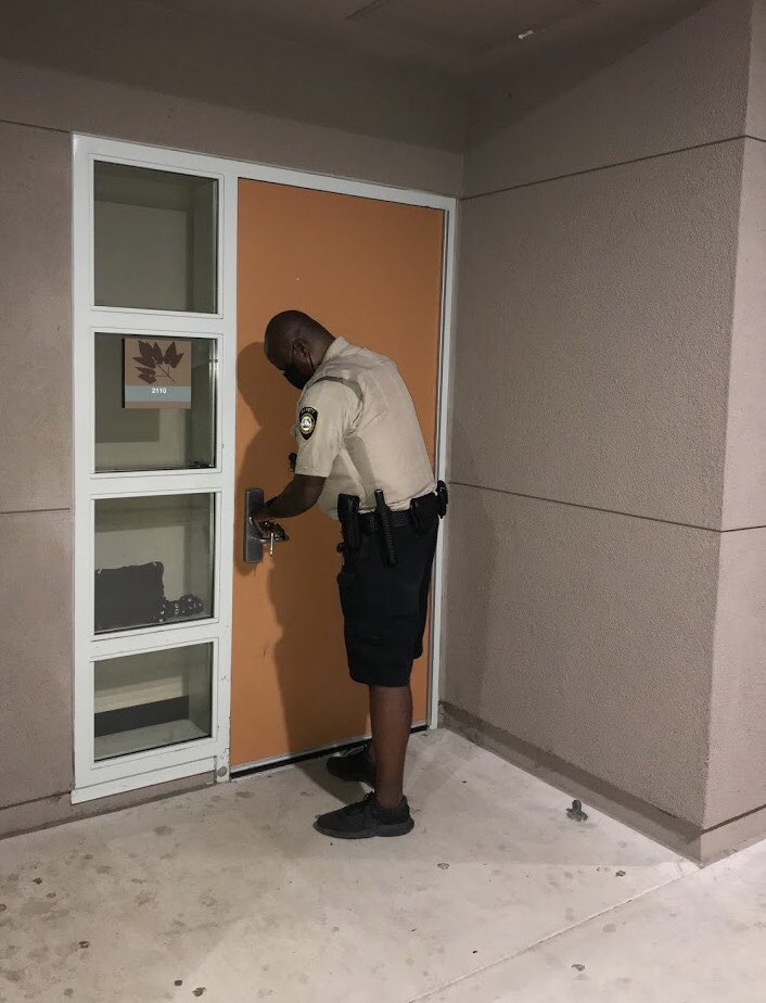 Door checks are part of what @CJUSDSafety Patrol Officers do while conducting foot patrols of @ColtonJUSD schools and district offices after-hours to protect #cjusd assets/property. #NightShift #GraveyardShift #Patrol #WhileYouSleep https://t.co/C9nSh455vg