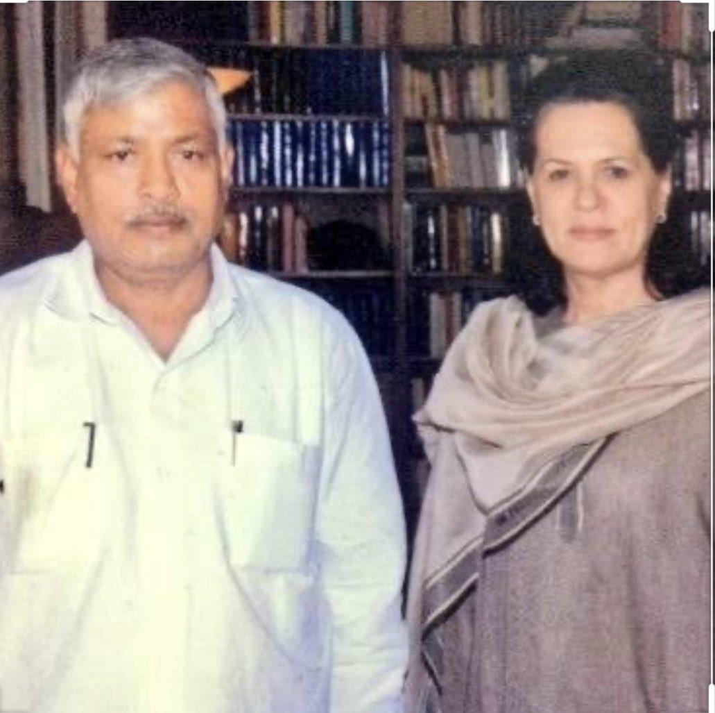 पूर्व विधायक व कांग्रेस पार्टी के वरिष्ठ सदस्य श्री ईश्वर चंद्र शुक्ला जी के निधन का दुखद समाचार प्राप्त हुआ। शुक्ला जी का सरल एवं सादा जीवन हम सबके लिए प्रेरणा का स्रोत है। ईश्वर उनको श्रीचरणों में स्थान दें एवं इस दुख की घड़ी में उनके परिवार को कष्ट सहने की क्षमता दें।