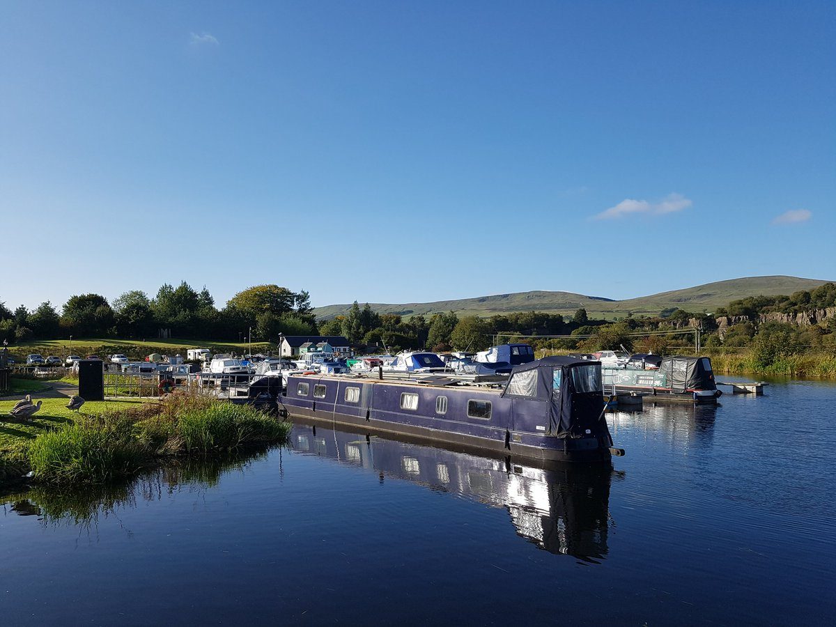 Perfect day to ride the loop from Auchinstarry Marina, starting out along the #ForthAndClydeCanal (NCN route 754)