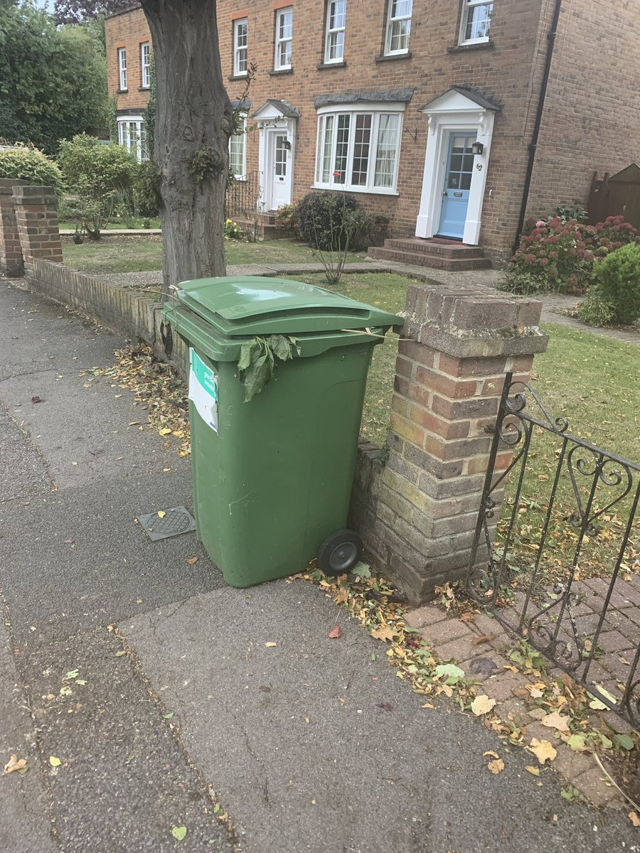 I noticed today that the green bins were not emptied in Parsonage lane (due Thursday) and have reported this.   Please let us know if your bins were missed. We've already heard about missed collections in: Clarence Road Clewer Park #ClewerEast #Windsor #Bingate https://t.co/bc3FBV9KRr