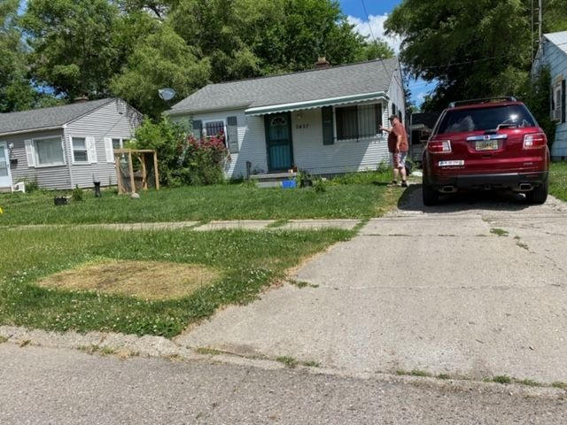 See a virtual tour of our listing on 2837 Thom St. #Flint #MI  #realestate https://t.co/KUpv6t3alE https://t.co/Z2L6OHpxW4