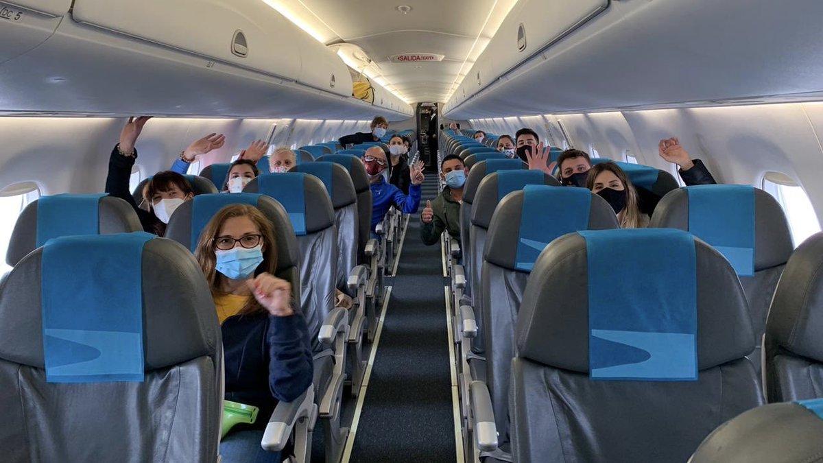 """Aerolíneas Argentinas on Twitter: """"Hoy, vuelo especial desde el Aeropuerto  Internacional de Ezeiza para llevar y traer medicos a Jujuy, Chaco y  Cordoba. Agradecemos la confianza del @msalnacion y destacamos el compromiso"""