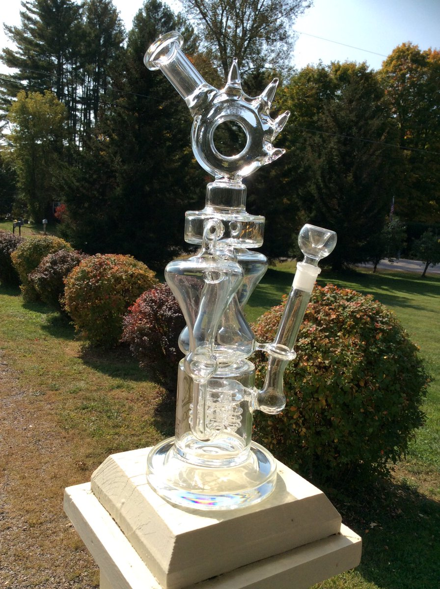Some days you just gotta be a little extra, but this dude is ALWAYS extra. Come on in and treat yo self with something a little extra, you earned it.  #treatyoself #extra #extraaf #lookahglass #bong #shoplocal #getyours #getyourswaterbury https://t.co/32PsvBY828