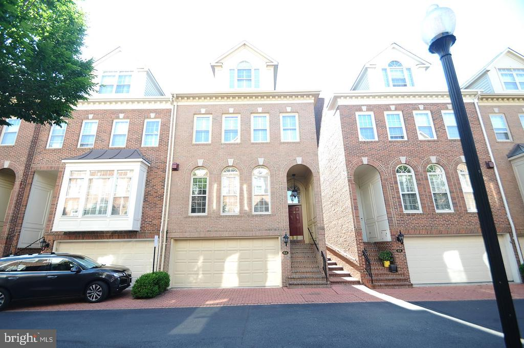 Check out our #listing in #Alexandria #VA  #realestate #realtor https://t.co/45T3INyMAa https://t.co/bNac0SaT4a