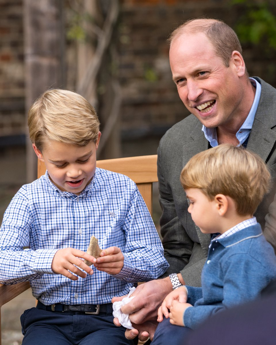 🦷 When they met, Sir David Attenborough gave Prince George a tooth from a giant shark, the scientific name of which is carcharocles megalodon ('big tooth').