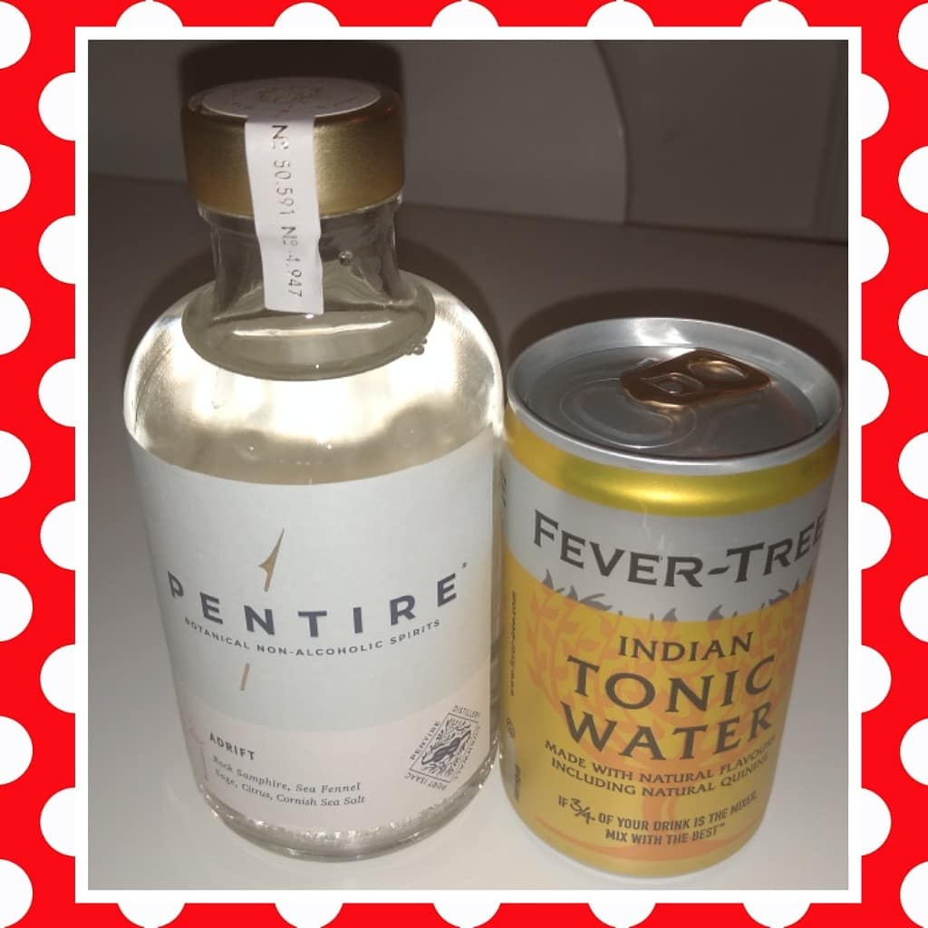 Thanks to @pentiredrinks for sending me a 'Signature Serve Pack' containing their non-alcoholic #spirit 'Adrift' & @FeverTreeMixers #tonic water so I can review it on my blog. The #gifted set arrived,the spirit was drunk...but I wasn't! 😂🍸#alcoholfree #nonalcoholic https://t.co/eqblMSPhML