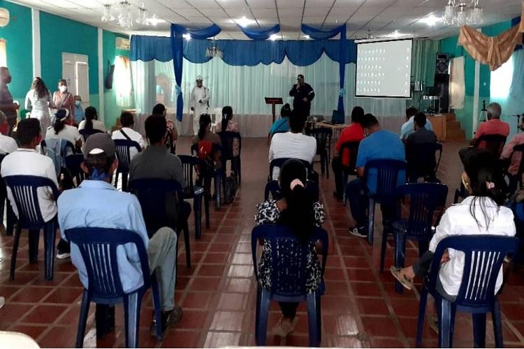 #26Sep #Falcón Iglesias evangélicas de #Carirubana reciben plan de desinfección contra el #Covid19  https://t.co/aBGYJSjbTW https://t.co/GAZOm6gFR1