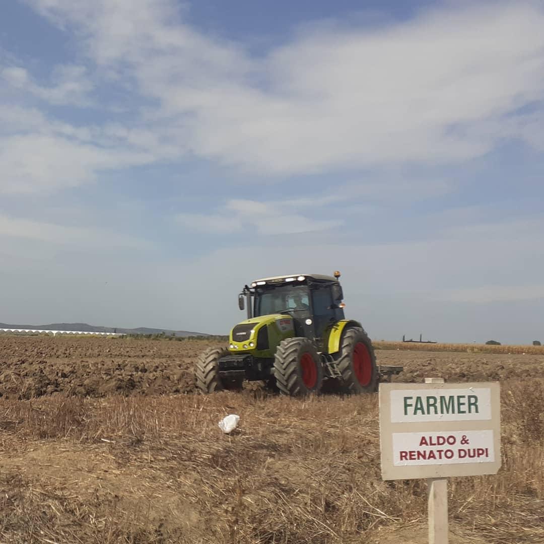 "#Agriculture🚩 🌾#Division 🌾🚩 #FermaedrithraveDupi 🌾🚩 Farmer ""Aldi & Renato Dupi"" 🚩 Fushata e plugimeve per grure🌾 Siperfaqa 14 ha🚩 🌾Cerme Terbuf Albania https://t.co/wjekLb9XTF"