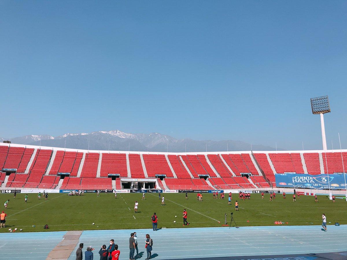 Ya en Estadio Nacional en el partido 🏉 Cóndores BLANCO ⚪ vs Cóndores ROJO 🔴, apoyando a @chilerugby en su regreso. Pueden seguirlo por @canal_CDO 📸 @MindepChile