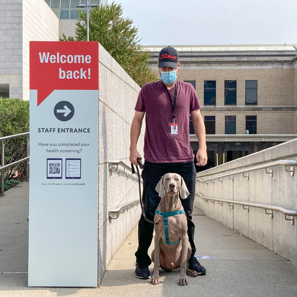 """Welcome """"bark,"""" Boston! #RileyTheMuseumDog is ready for our first day open to the public 🐶   Timed-entry tickets are sold out this weekend, so plan your October visit today: https://t.co/rUtfxmAC5a https://t.co/X9hqK6NBYj"""