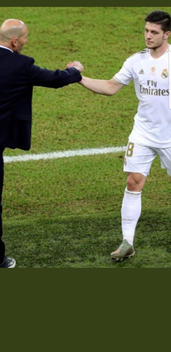 Salvo en los primeros 10 minutos, el Betis está jugando al fútbol y el Madrid le mira. ¿Jovic? Si se analiza su mapa de calor en este primer tiempo... frío, gélido, nada. Zidane debe cambiarle para que su equipo juegue con... once. Es así. ✍ https://t.co/TkRwgqmJO3