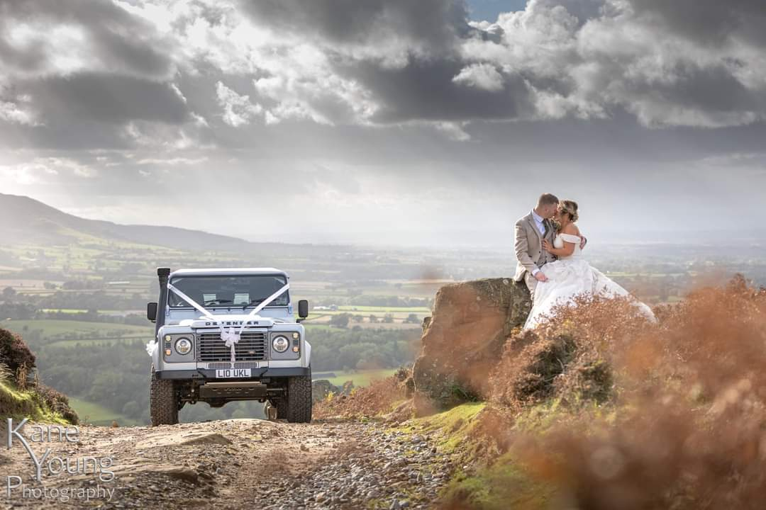 Totally different job to usual yesterday for the #ukLANDROVERevents #Defender. Called upon by #LandRover fans Faye & James who'd had to make multiple changes to their #wedding plans, they had an idea for not only their wedding transport, but also an afternoon of #offroad fun ... https://t.co/Fm7lo3Ldox