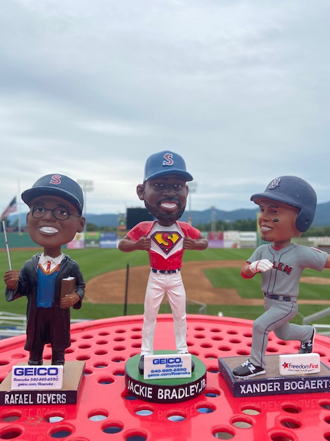 3 hours until @Rafael_Devers, @JackieBradleyJr , and Xander Bogaerts lead the @RedSox onto the field at Fenway.  So we're giving away 3 bobbleheads!  To win: ❤️ Like this Tweet 🔁 Retweet this Tweet ✔️Follow @salemredsox   MUST ENTER BY THE END OF TONIGHT'S GAME  #RedSoxNation https://t.co/TrxodEdywi