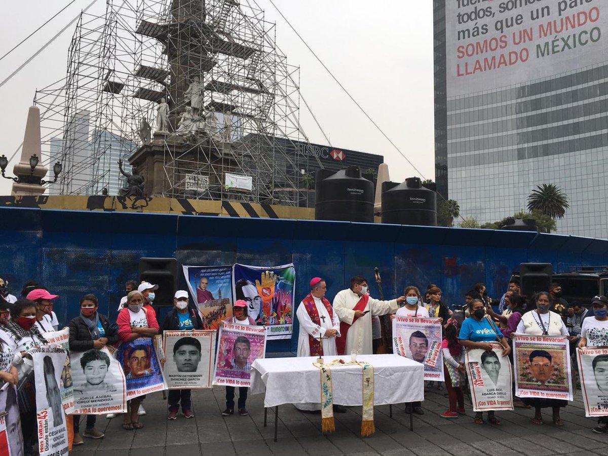 #Ayotzinapa6anos #Hacialavedad Celebración ecuménica en memoria de los 43 estudiantes de #Ayotzinapa a 6 años de su desaparición. https://t.co/DdcSbsGj5T
