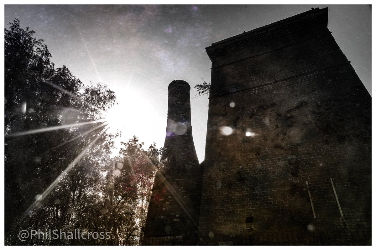 OLIVER'S MILL SITE  Newport Lane #Burslem  Three Grade II listed calcining #bottleovens 'Jumbo', 'Middle', & 'Office' used for firing flint stones to make them friable for subsequent grinding or milling, then added to clays. #StokeOnTrent #Staffordshire  #potteries #ThePhotoHour https://t.co/ks7pPiVs8m