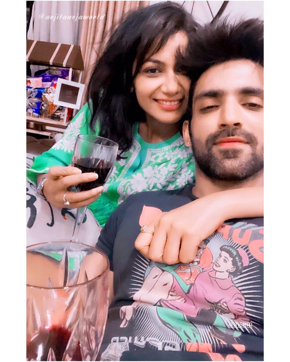 😍🍷✨ Sipping wine with my favourite girl #Favs AJ & SJ #WeekendVibes ♥️   🔁📸 @arjitaneja @sritianne   #ArjitTaneja #Arjitaneja #Arjit #AJ #SJ #SritiJha #Pragya #Purab #KKB #KumkumBhagya #Actor #Tellywood #Friends https://t.co/CeqgqqINcO