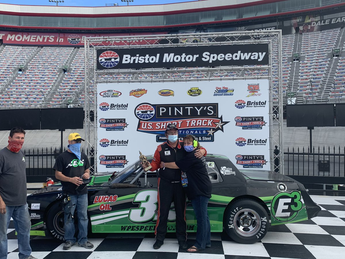 Roger Williams wins the Street Stock B feature #PintysShortTrackNats #ItsBristolBaby