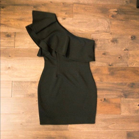 So good I had to share! Check out all the items I'm loving on @Poshmarkapp #poshmark #fashion #style #shopmycloset #windsor #whitehouseblackmarket #7forallmankind: https://t.co/lb76K39TMH https://t.co/CuzJZBBcp1