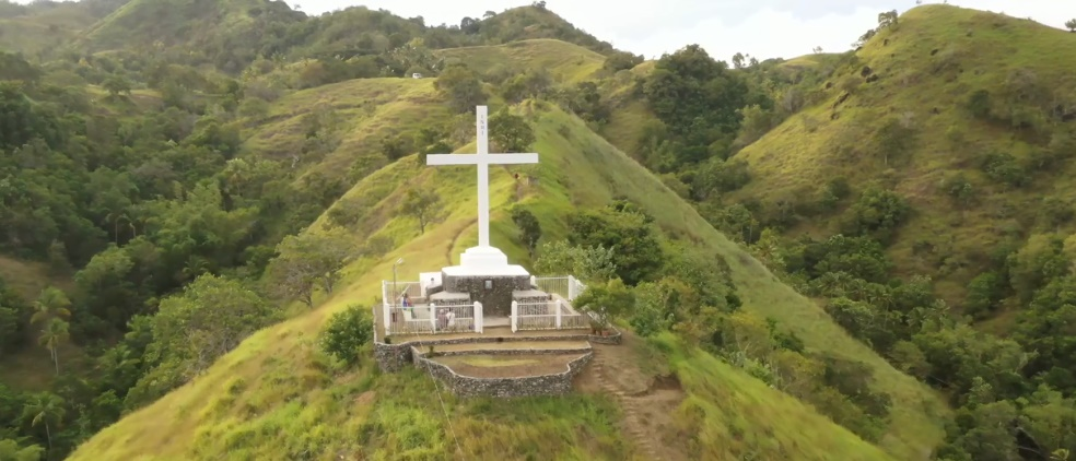 The Holy Mountain of God in Cangmangki, Talingting (on Siquijor Island) was built following a holy revelation to a visionary. Today, the place is frequented by Christian believers and pilgrims. #pilgrimage #faith #Siquijor #Talingting #EnriqueVillanueva #Cangmangki https://t.co/hypXryobxG