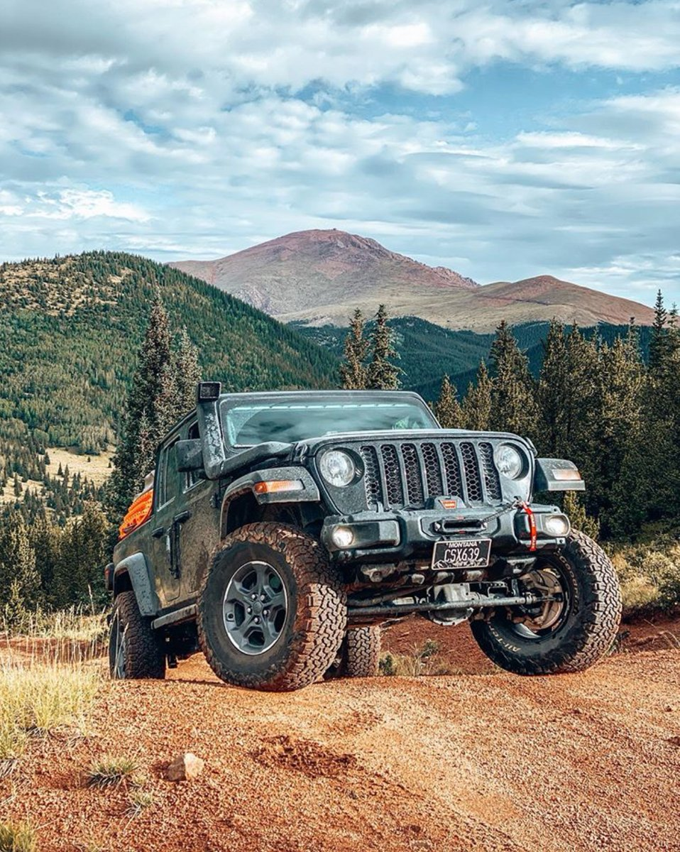 What are your weekend plans? 📸: groover.overland ◽️◽️◽️◽️ #Jeep #Jeeps #JeepGladiator #JeepGladiatorJT #JeepJT #JT #ItsAJeepThing #Jeeps_only #JeepAddiction #JeepLife #JeepFamily #JeepNation #JeepLove #JeepLover #JeepWave #Offroad #Offroading #TrailRated #Quadratec #Quadratec30 https://t.co/oLL65Z9aL7