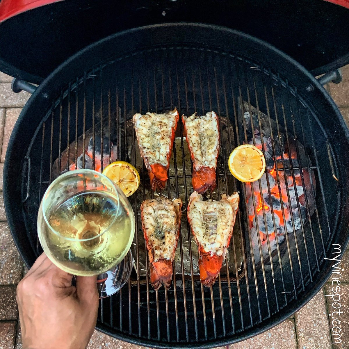 Grilled lobster tails, roasted butternut squash risotto, and a delicious splash of Jean-Jacques Girard Savigny-lès-Beaune on the menu tonight. Cheers!   #lobstertails #WhiteBurgundy #Chardonnay #foodandwine  #WeberForLife #WeberKettle #WeberGrills #Yum #wine https://t.co/Ro7PEkH4U3