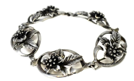 #1940s Sterling #Silver #Floral Link Bracelet Vintage #bracelets #holidaygifts #jewelry #giftsforher #gold #luxury #blackfriday2020 #premierestategallery #sezzle https://t.co/CFYwgcG3Zm https://t.co/GOsXV38lUQ
