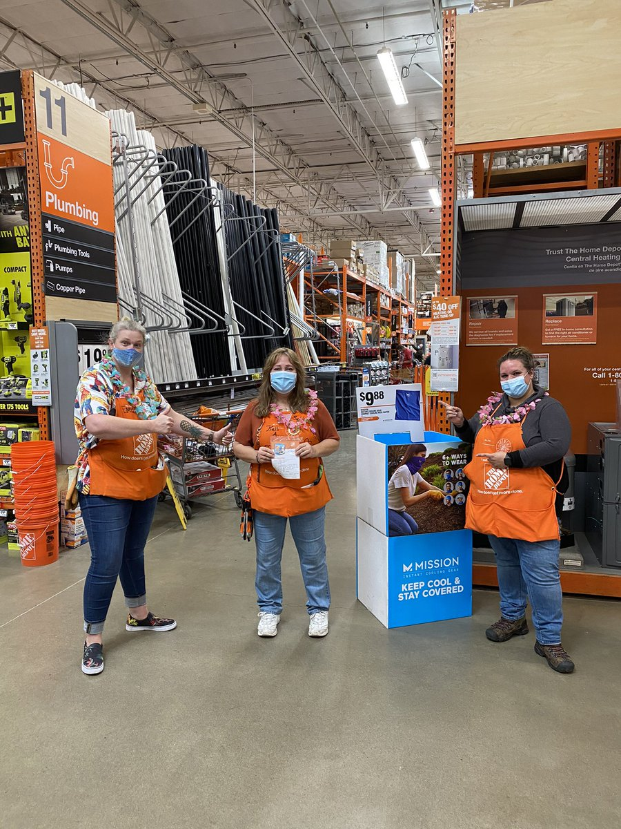 Some much deserved recognition... Kelli consistently backs up curbside when backups are paged & Avery {lead} was mentioned in our online survey LW!!! #cantstopwontstop #ReachForIt #spiritweek #SS2020 THANK YOU!!!! photo cred: @jillbarnes201 & @peerbux_adam https://t.co/KKmsNoypBr