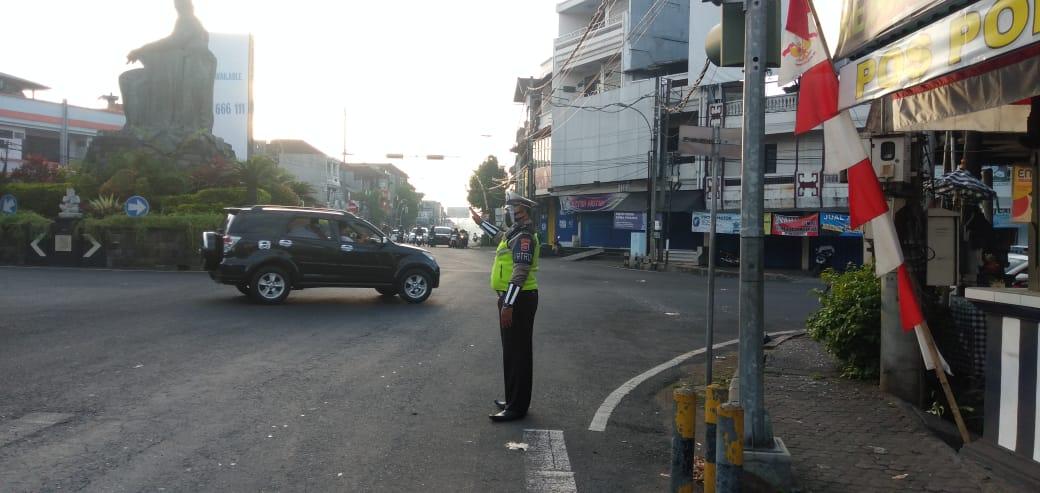 ♻️ @Satlantasresta1: Personil sat lantas polres tabanan melaksanakan pg pagi di tl kediri arus lalu lintas lancar nihil mogok dan macet @infoll https://t.co/VDCCfAXLUj