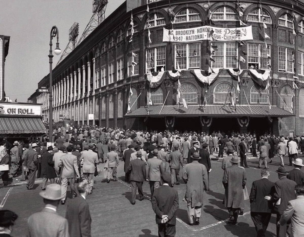 """Old Days""Fans head into Ebbets Field for Game 3 of the 1947 Yankees-Dodgers World Series.#Dodgers  #Brooklyn #Yankees #NYC #1940s #MLB https://t.co/W0vOp7JPzr"