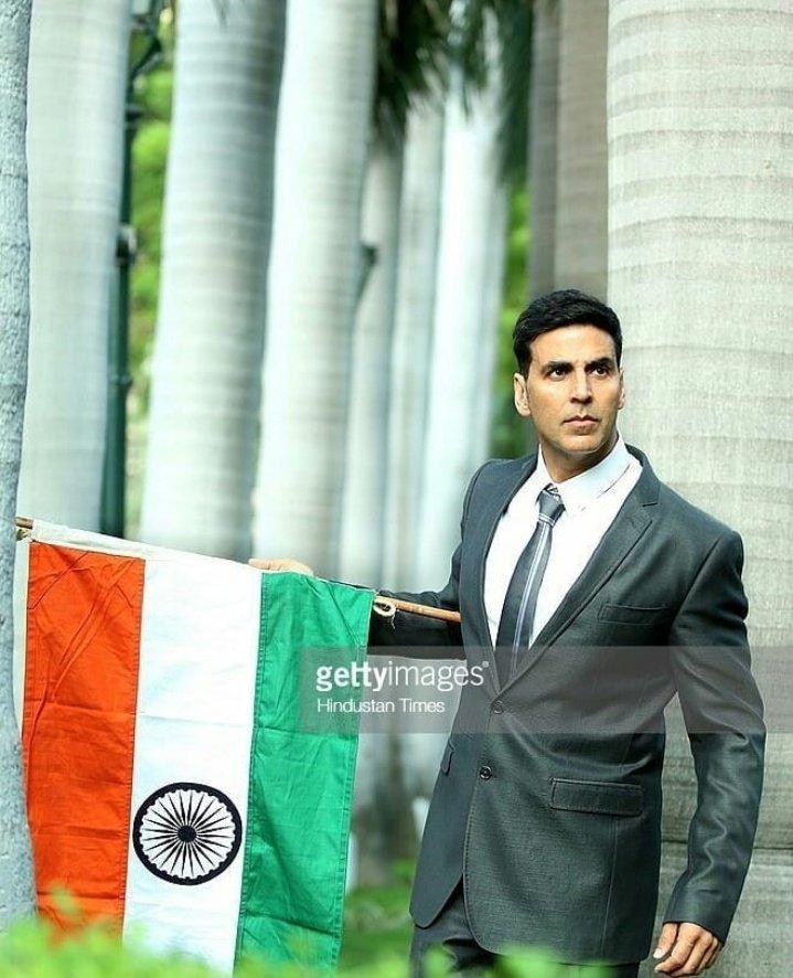 Top 5 richest actor of Bollywood -  #ShahRukhKhan - 600M$ #AmitabhBachchan - 400M$ #AkshayKumar - 325M$ #SalmanKhan - 310M$ #AamirKhan - 205M$  @akshaykumar 💥 https://t.co/lBQMlLrbcz