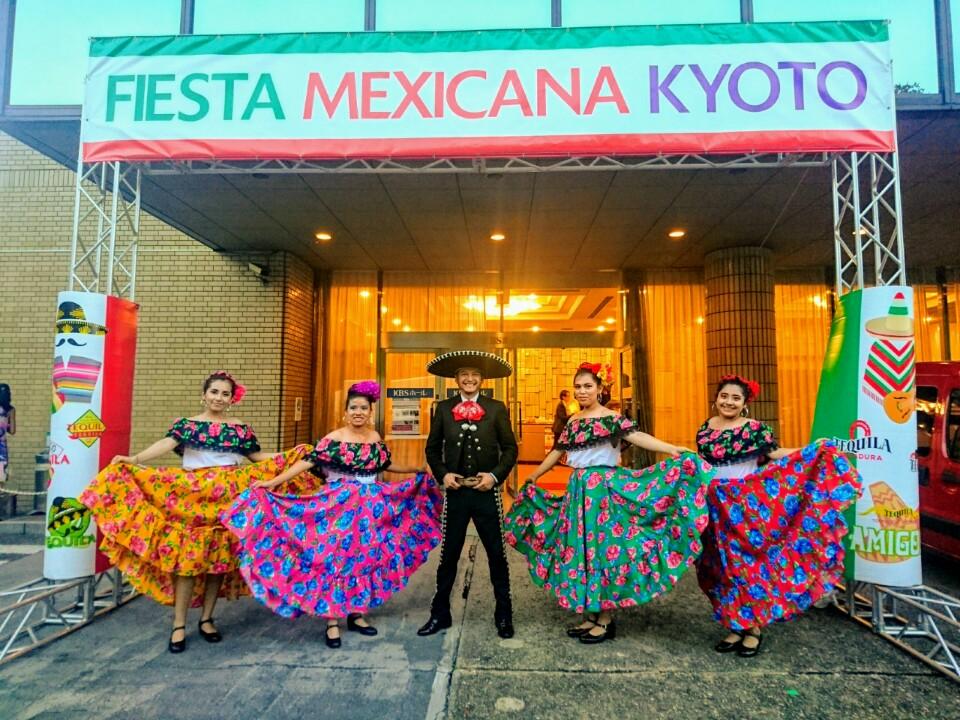 Septiembre 2020. 40 Aniversario del Hermanamiento entre las ciudades de Kyoto (Japon) y Guadalajara (Mexico).  @AMEJ_org_mx #mariachienjapon #mexicoenelmundo #mariachi #mexicano #tokyo #japan #japon #kyoto #kioto #mexico #マリアッチ #メキシカン #東京 #日本 #京都 #メキシコ https://t.co/8vQlJxbhYo