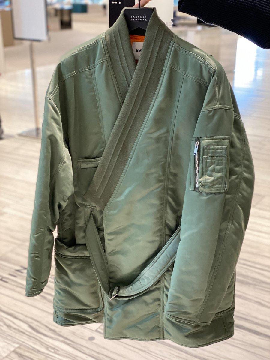 六本木店より:<アンブッシュ>より、新作アイテムが多数入荷してまいりました。中でもおすすめは、鮮やかな発色のフリースブルゾンや、MA‐1と着物のデザインをハイブリッドさせたアウターです! #AMBUSH #アンブッシュ #barneysnewyork #六本木 #バーニーズニューヨーク https://t.co/OCrrqr1fgM