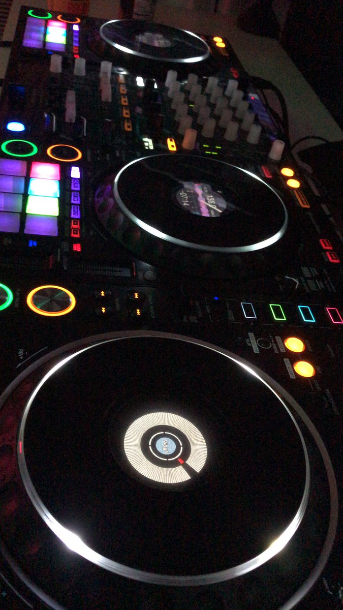Time for some uplifting trance!!! It's one of those night \o.O/ https://t.co/0LsW4wG4zr #trance #upliftingtrance #trancemusic #TranceFamily https://t.co/kYrbeTEsJo