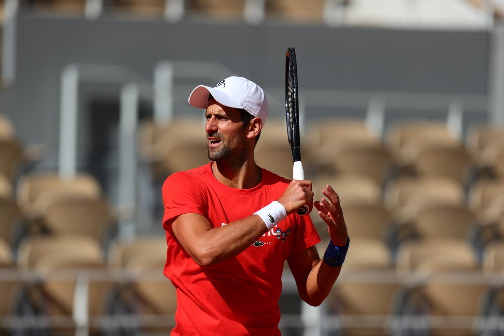 @DjokerNole: Estamos en octubre, es normal que las pelotas estén pesadas. 😳 👇👇 https://t.co/h08oWH5PNL  #Djokovic #RolandGarros #ATPTour #news #tenis #WTATour https://t.co/53HkKRuGwg