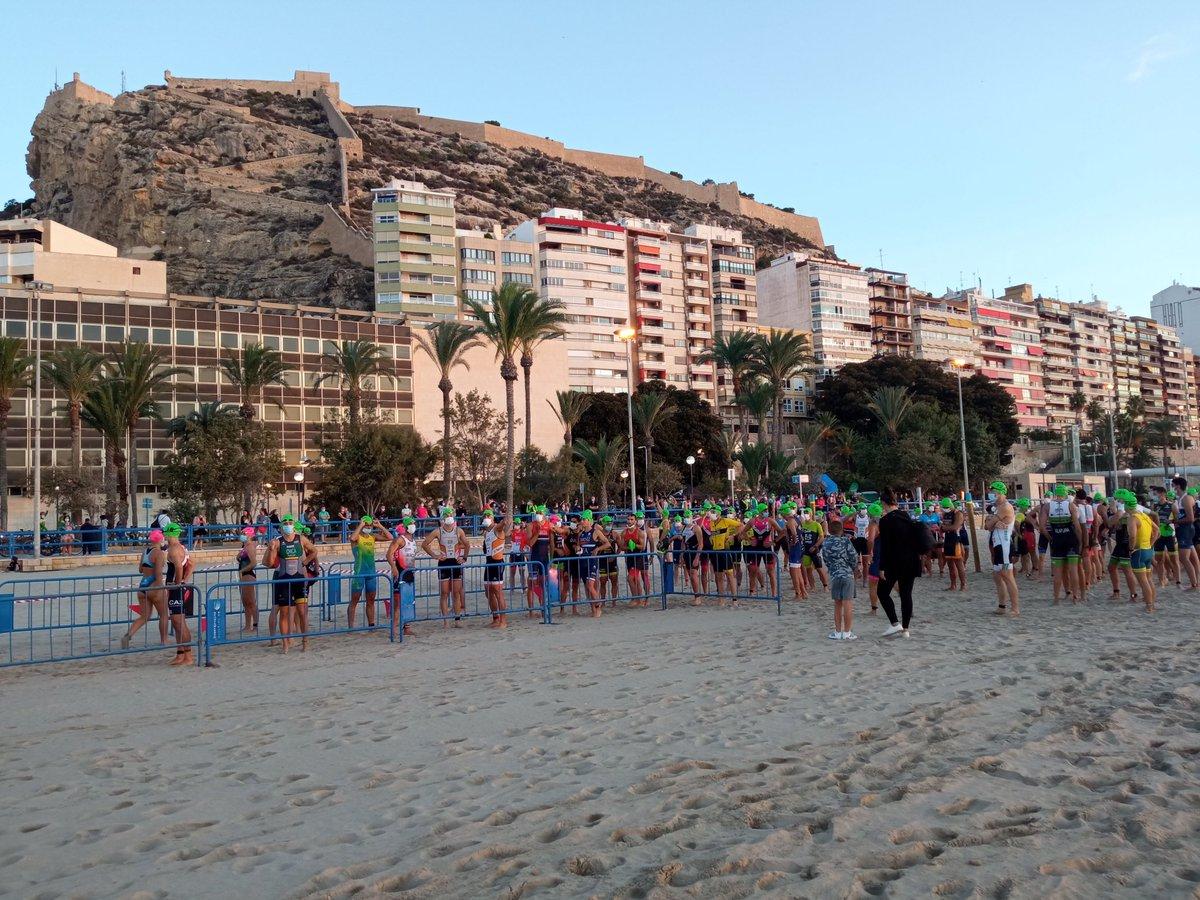 Tot preparat per gaudir de la Triatló d'Alacant. Sooort!!!  #TriatloAlacant #Triatló #AlicantrTriatlón https://t.co/3Q6vt9YNyT