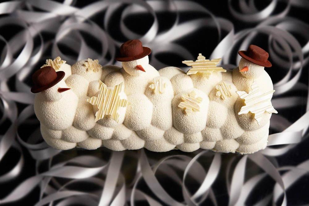 ANAインターコンチネンタルホテル東京のクリスマス、真っ白スノーマンやルビーチョコ雪山のケーキ -